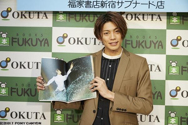 写真集発売記念イベントに登壇した東啓介さん
