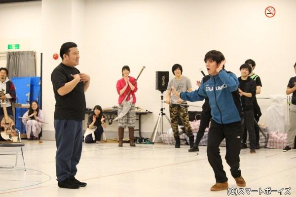 我善導さんと田中精さんのむちゃぶり合戦に稽古場には笑いが起こっていました
