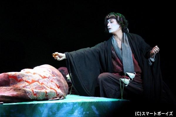 加藤さんはレアティーズほか、劇中劇を演じる旅の役者役なども務めます