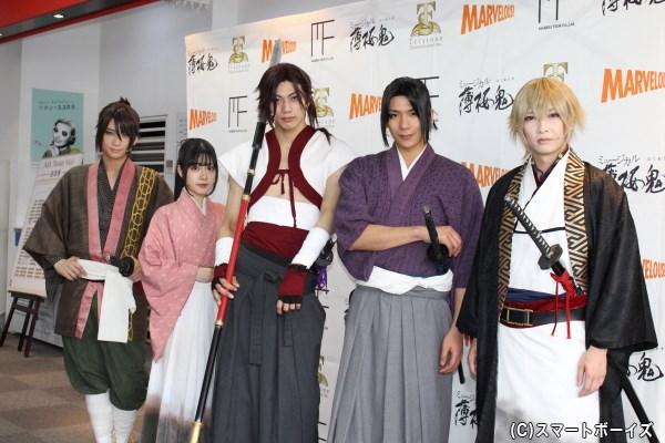 (左より)荒牧慶彦さん、磯部花凛さん、東啓介さん、松田岳さん、佐々木喜英さん