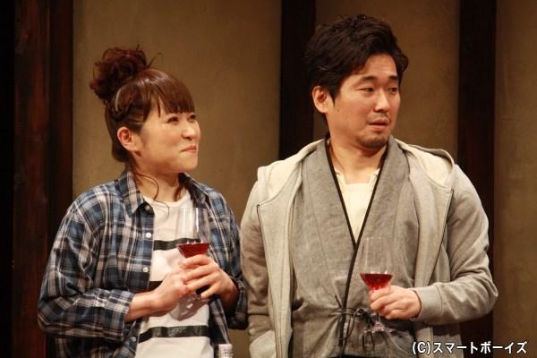 杏里(左・上地春奈さん)と座長の栗須(右・山崎樹範さん)の結婚にはある条件が