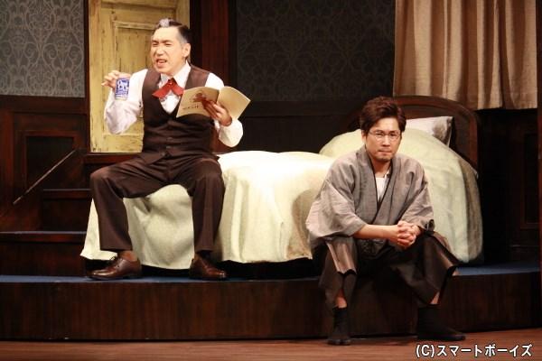 劇団員の出水(梶原善さん)は、結婚がかかった公演へのプレッシャーから本番前に酒を…