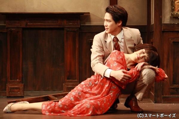 豪徳寺の妻・宮子(彩吹真央さん)が病に倒れ、劇中公演の物語は佳境に