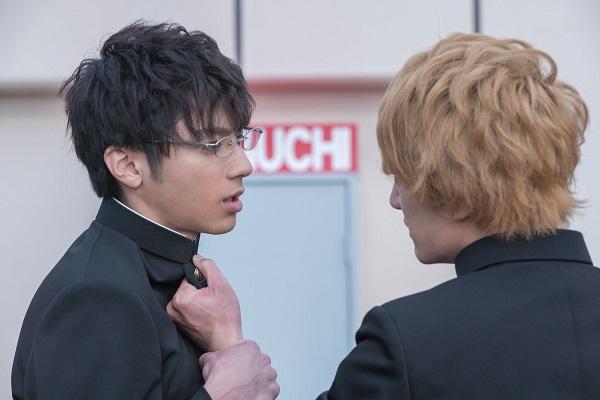 冷静な優等生 美笠天地役の山田裕貴さん(左)