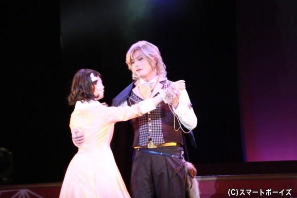 劇中では梓とダリウスの胸キュンシーンも!?