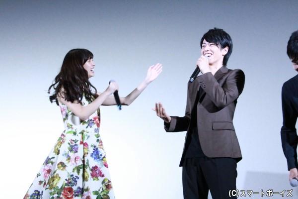 廣瀬さんが違うニュアンスにも取れる新川さんとのキスシーンコメントに、新川さんは必死に否定
