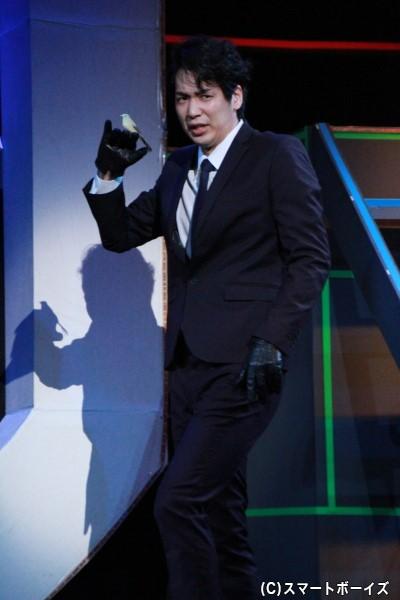 会社の内情を知る謎の男・徳山秀治役の磯貝龍虎さん