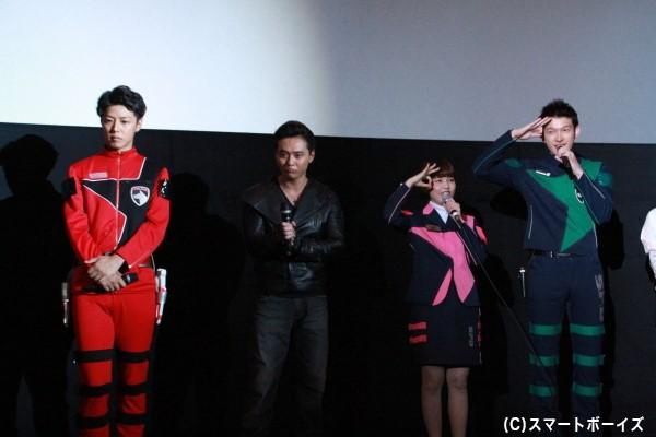 """6月11日放送の「宇宙戦隊キュウレンジャー」に出演する4人。伊藤さん&菊地さんは""""オッキュー""""ポーズを披露"""
