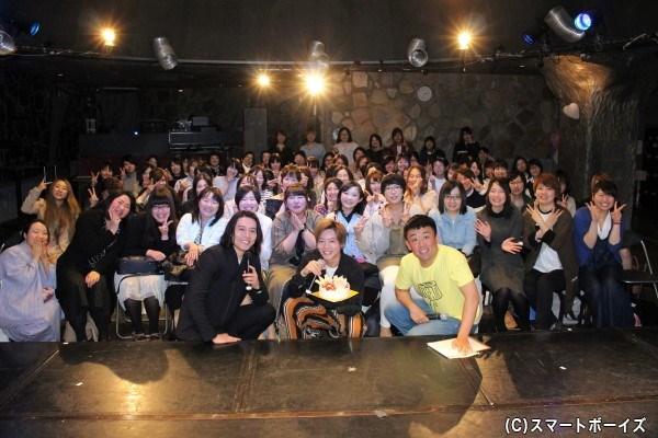 スタッフ「山口!」、お客様「大地!」のコール&レスポンスで記念撮影☆
