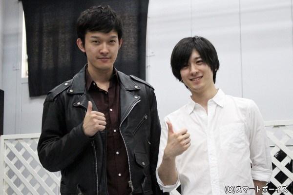 義経役の山本さんと弁慶役の伊藤さん。カメラを向けると揃ってこのポーズ