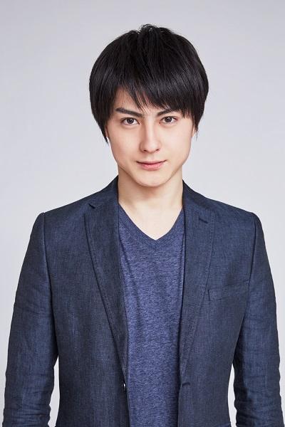 診療所で過ごす姉の蘭を大切に思う心優しき青年・蓮役を演じる松村龍之介さん