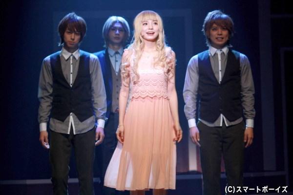梓は新たにアリス(中央・入来茉里さん)と名付けられ、彼らから繁殖相手を選ぶことに