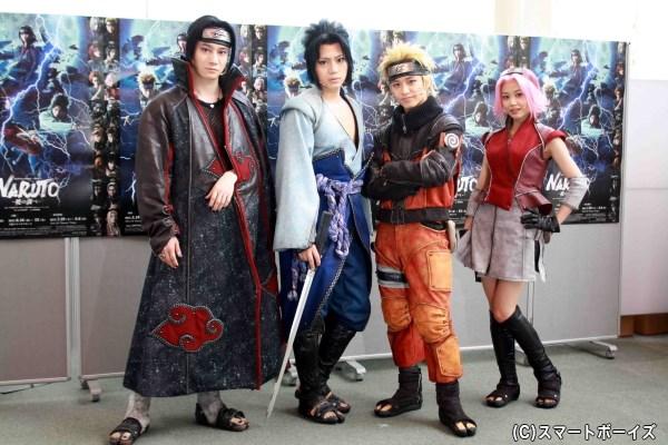 (左から)会見に登場した良知真次さん、佐藤流司さん、松岡広大さん、伊藤優衣さん