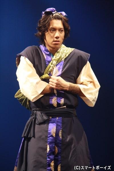 白娘が恋をする薬売りの青年・許仙(キョセン)役の伊勢大貴さん