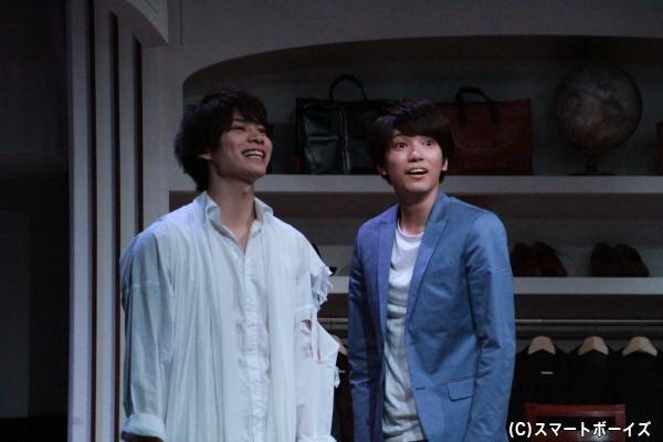 糸川耀士郎さん演じるリョウ(右)は、二葉勇さん演じる謎のマネキン(左)と出会う