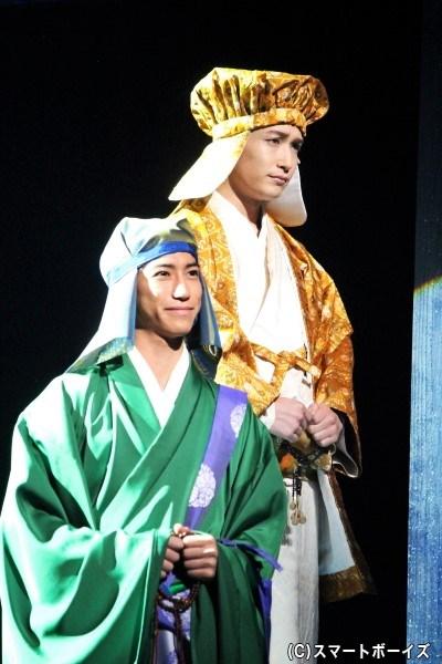 義輝の弟・覚慶役の井深克彦さん(右)と周暠役の奥谷知弘さん(左)