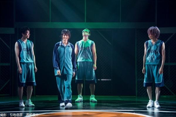 花宮真(写真左から2人目:太田基裕)率いる霧崎第一高校メンバー