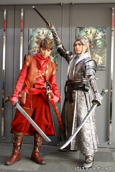 (左から)W主演を務める、孫一役の佐藤大樹さんと織田信長役の増田俊樹さん