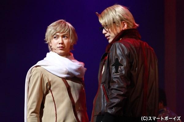 (左から)ロシア役の山沖勇輝さん、アメリカ役の磯貝龍虎さん