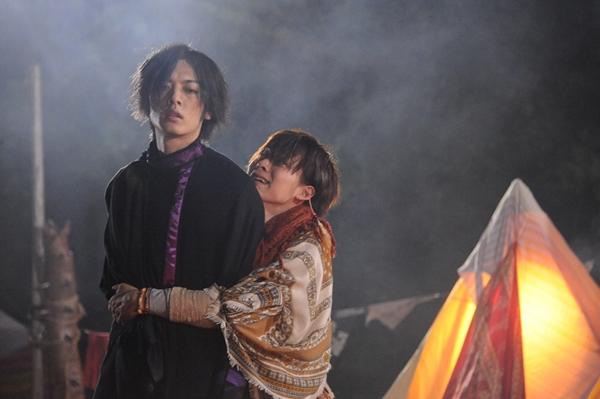 岸洋佑さん(左)&久保田悠来(右)演じる「サソリ兄弟」の知られざる過去が明らかに!