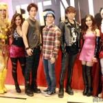(左から)丘山晴己さん、ジェニファーさん、ユナクさん(超新星)、村井良大さん、堂珍義邦さん、青野紗穂さん、平間壮一さん
