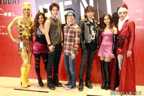 (左から)丘山晴己さん、ジェニファーさん、ユナクさん(超新星)、村井良大さん、堂珍嘉邦さん、青野紗穂さん、平間壮一さん