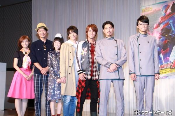 (左より)滝裕可里さん、前川泰之さん、高田夏帆さん、犬飼貴丈さん、赤楚衛二さん、水上剣星さん、越智友己さん