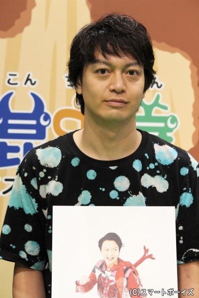 万里チョウジ(ばんりちょうじ)役の海老澤健次さん。自称コンチュウジャーのリーダー。熱血漢だがあまり賢くなく、よく空回りする。昆虫戦士としてのモチーフは「カブトムシ」