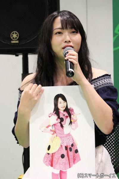 桜田'ファミリア'明日香役の須藤茉麻さん。コンチュウジャーの紅一点でヒロインらしく可愛く振る舞うが、実は結構ズボラな性格。昆虫戦士としてのモチーフは「テントウムシ」
