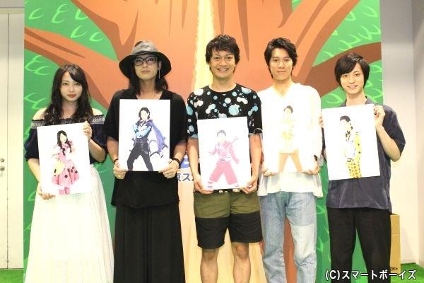 (写真左より)須藤茉麻さん、斉藤秀翼さん、海老澤健次さん、伊勢大貴さん、百瀬朔さん