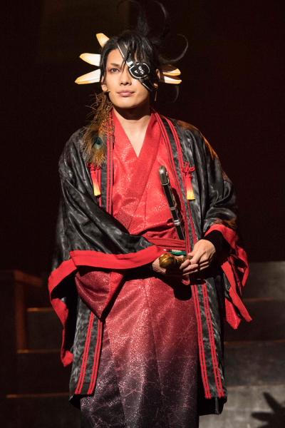 曇神社八代目当主・曇芭恋(くもうばれん)役の崎山つばささん