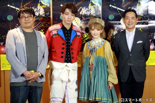 (左から)囲み取材に登場した毛利亘宏さん、矢崎広さん、生駒里奈さん(乃木坂46)、毛利衛さん