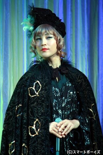 昨夏から引き続き、妖精の女王タイテーニアを演じる塩澤英真さん