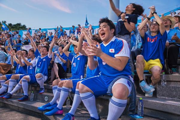 横浜FCの得点に大盛り上がりの客席