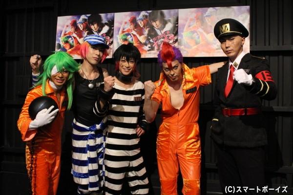 (写真左より)ニコ役の安川純平さん、ウノ役の北園涼さん、ジューゴ役の赤澤燈さん、ロック役の汐崎アイルさん、双六一役の郷本直也さん