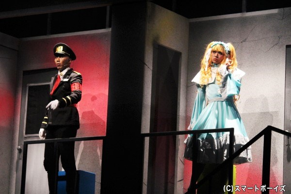 双六一役の郷本直也さん(写真左)と、双六仁志役の野見山拳太さん(右)