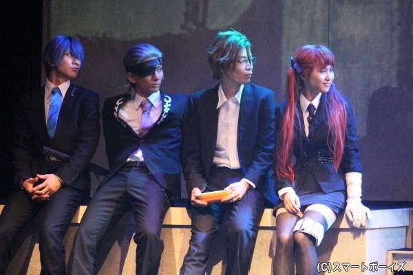 写真左から:ノヴァ(大海将一郎)、デビト(校條拳太朗)、パーチェ(小林涼)、フェリチータ(飯田來麗)