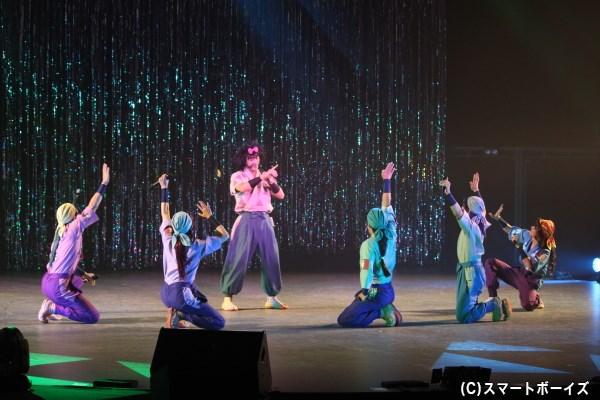 兵庫第三協栄丸(中央:北村圭吾さん)率いる兵庫水軍も力強い歌声でコンサートを盛り上げます!!