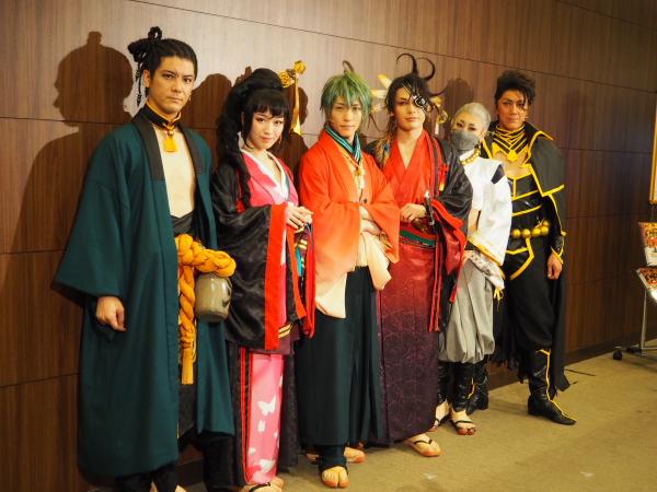 (左から)中村誠治郎さん、前島亜美さん、鈴木拡樹さん、崎山つばささん、浅田舞さん、吉野圭吾さん