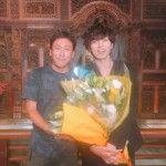 クランクアップ後の桐山さん(右)と監督(左)