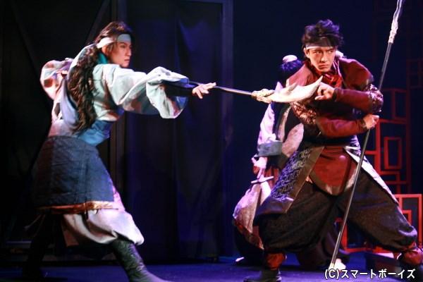 劉備の志を助けるべく武器を振るう関羽と張飛ら、迫力の戦いは必見!