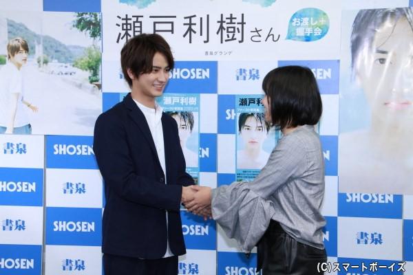 初めてファンと触れ合うイベントということで、瀬戸さんもやや緊張気味!?