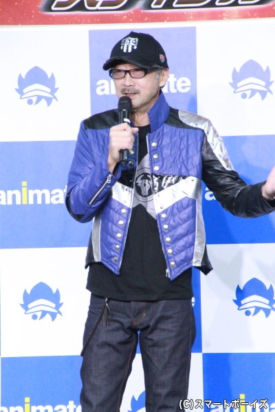 キャラクタージャケットを着用した大塚さん、とってもお似合いです!