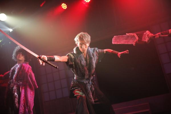 目指すは安須真城の天守閣。迎え撃つは安須真最強の忍・毘沙丸(三好大貴)