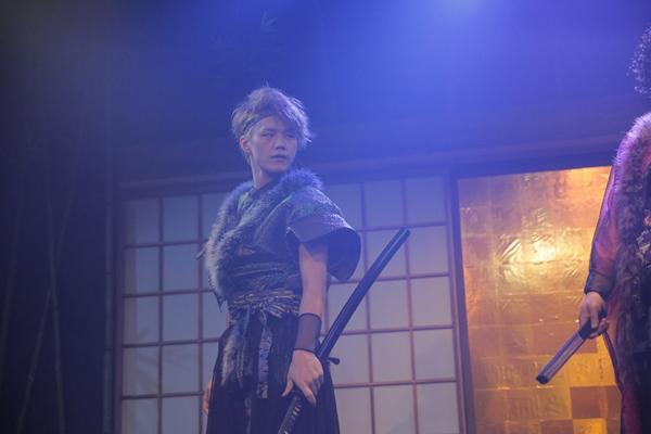 「霧ver.」で毘沙丸を演じる星璃。「虹ver.」では三好と入れ替わり、布丁を演じ、三好は毘沙丸を演じる。