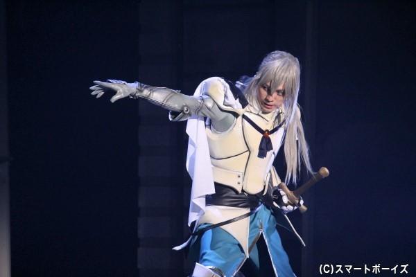 暴漢に襲われていたところ、謎の騎士ベディヴィエール(佐奈宏紀)に助けられ……
