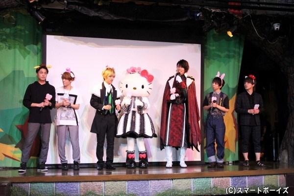 ハロ-キティも登場! 「まさかキティちゃんと同じステージに立てるなんて!」とキャストの皆さんテンションUP♪