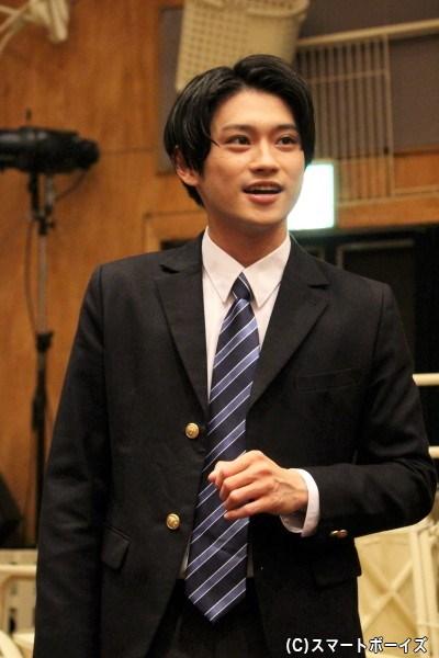 煩悶するインテリ・道井磨多井(みちいまたい)役の原嶋元久さん