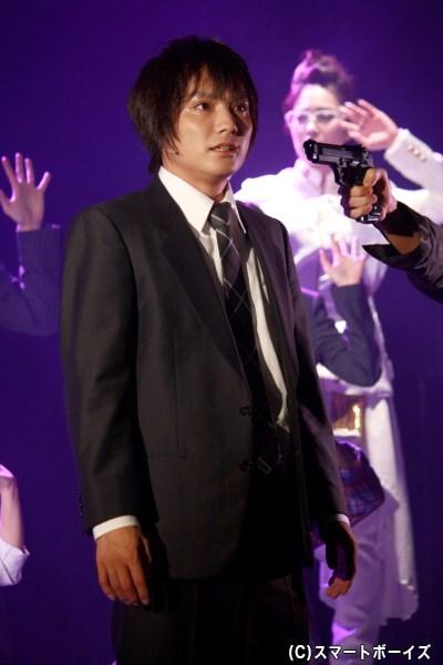 一方、警察官の三男・森三太(松村泰一郎さん)は、強盗事件に巻き込まれてしまう