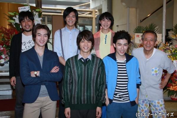 (左前列より)伊万里有さん、中村優一さん、神永圭佑さん (左後列より)なるせゆうせいさん、上田堪大さん、緒月遠麻さん、立川らく朝さん